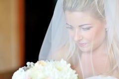 Retrato de una sonrisa hermosa de la novia Fotografía de archivo libre de regalías