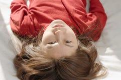 Retrato de vista de cabeça para baixo da menina Imagens de Stock Royalty Free