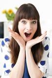 Retrato de Vlogger femenino con la expresión emocionada Imagen de archivo