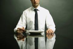 Retrato del administrador de oficinas que come el petróleo Foto de archivo libre de regalías