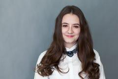 Retrato del adolescente agradable feliz de la colegiala Fotografía de archivo libre de regalías