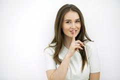 Retrato del adolescente atractivo con el finger en los labios Foto de archivo