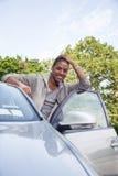 Retrato del adolescente con el nuevo coche Imágenes de archivo libres de regalías