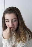 Retrato del adolescente con el pelo largo de la castaña Imagen de archivo