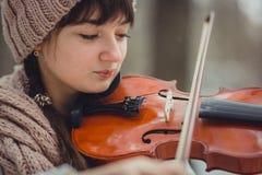 Retrato del adolescente con el violín Fotografía de archivo