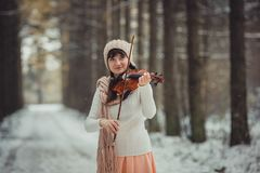 Retrato del adolescente con el violín Fotos de archivo libres de regalías