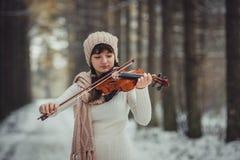 Retrato del adolescente con el violín Foto de archivo libre de regalías