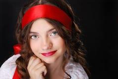 Retrato del adolescente con la cinta roja Fotografía de archivo libre de regalías