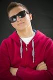 Retrato del adolescente con las gafas de sol Imagenes de archivo