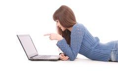 Retrato del adolescente del estudiante con el ordenador portátil Fotografía de archivo