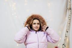 Retrato del adolescente en estudio con el anorak Fotos de archivo libres de regalías