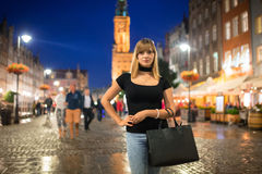 Retrato del adolescente en la ciudad vieja de Gdansk Imagenes de archivo