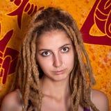 Retrato del adolescente femenino atractivo Imágenes de archivo libres de regalías