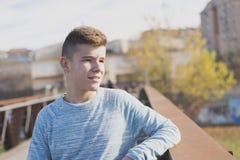 Retrato del adolescente hermoso al aire libre Imagenes de archivo
