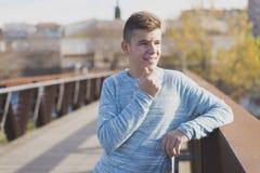 Retrato del adolescente hermoso al aire libre Foto de archivo libre de regalías