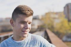 Retrato del adolescente hermoso al aire libre Imágenes de archivo libres de regalías