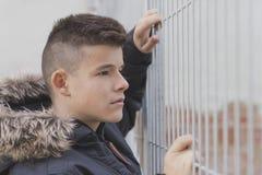 Retrato del adolescente hermoso al aire libre Imagen de archivo libre de regalías
