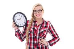 Retrato del adolescente hermoso en las lentes que sostienen el reloj i Foto de archivo