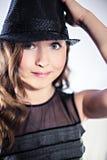 Adolescente hermoso en sombrero negro Imagenes de archivo