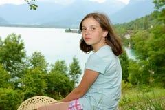 Retrato del adolescente joven bastante hermoso, al aire libre Imagen de archivo