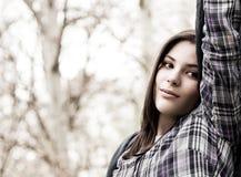Retrato del adolescente lindo en parque del resorte Fotos de archivo libres de regalías