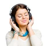 Retrato del adolescente que escucha la música Imagen de archivo libre de regalías