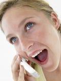Retrato del adolescente que habla en el teléfono celular Fotos de archivo libres de regalías