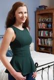 Retrato del adolescente que se coloca en dormitorio Imagen de archivo libre de regalías