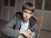 Retrato del adolescente serio en clase Imágenes de archivo libres de regalías