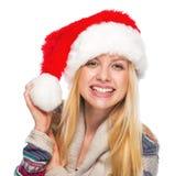 Retrato del adolescente sonriente en el sombrero de santa Imágenes de archivo libres de regalías