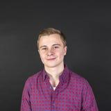 Retrato del adolescente sonriente lindo Fotos de archivo libres de regalías