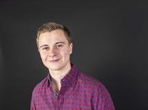 Retrato del adolescente sonriente lindo Imagen de archivo libre de regalías
