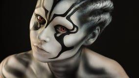 Retrato del artista de maquillaje profesional de la muchacha hermosa de la muchacha fotografía de archivo libre de regalías