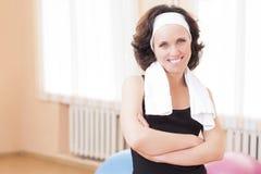 Retrato del atleta de sexo femenino caucásico positivo In Good Fit Fotografía de archivo libre de regalías