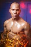 Retrato del atleta de sexo masculino contra la pared Imagenes de archivo
