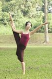 Retrato del bailarín de ballet asiático al aire libre Imagen de archivo