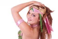 Retrato del bailarín de vientre que mira sobre hombro Fotografía de archivo