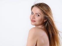 Retrato del balneario de la mujer rubia hermosa sobre el hombro Imagenes de archivo