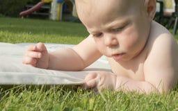 Retrato del bebé de 4 meses. Foto de archivo libre de regalías