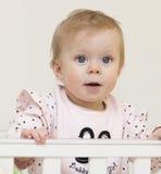Retrato del bebé de 9 meses. Foto de archivo