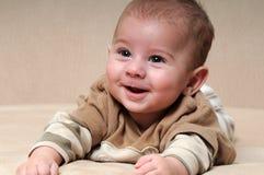 Retrato del bebé de risa Fotos de archivo