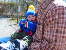 Retrato del bebé en colores intrépidos vivos imagenes de archivo