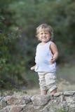 Retrato del bebé joven que hace caras Fotos de archivo libres de regalías