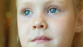 Retrato del bebés sonrientes hermosos almacen de video