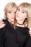 Retrato del blonde de la belleza de dos jóvenes imagenes de archivo
