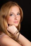 Retrato del blonde de pelo largo imagenes de archivo