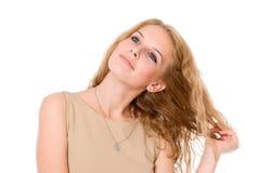 Retrato del blonde feliz con el pelo largo. Imagen de archivo libre de regalías
