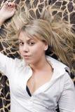Retrato del blonde joven de la belleza imágenes de archivo libres de regalías