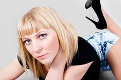 Retrato del blondes de ojos azules hermosos Imágenes de archivo libres de regalías