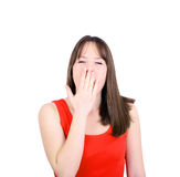 Retrato del bostezo de la mujer joven aislado en blanco Foto de archivo libre de regalías